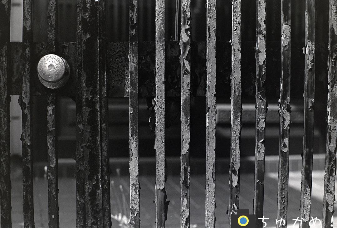 錆びた鉄扉